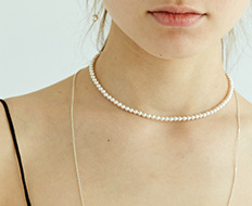 pearl choker with silver simple chain necklace